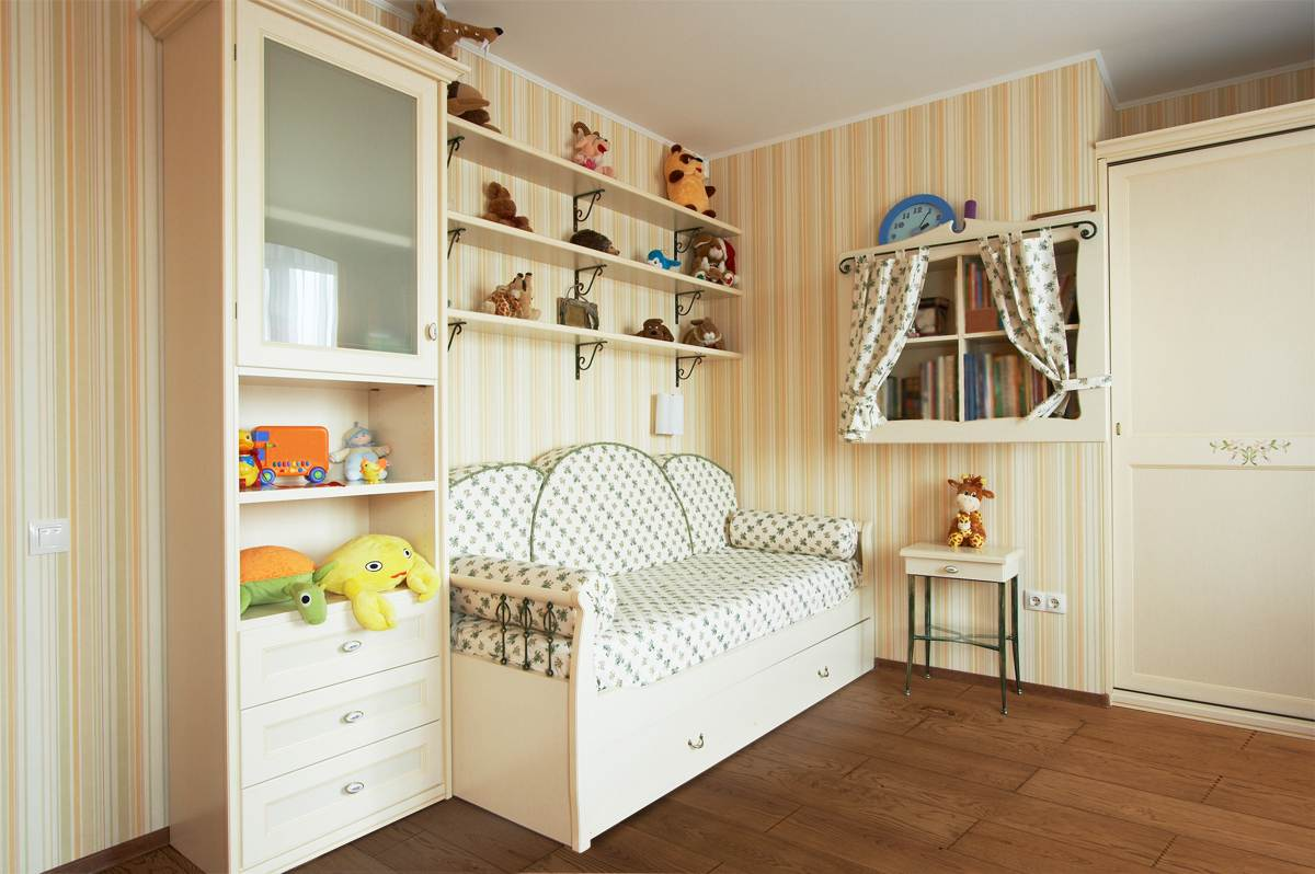 Beautiful children's room in the modern house - podlogiolejowane.pl
